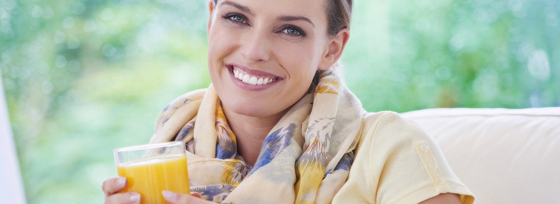 slide-donna-sorriso-bicchiere
