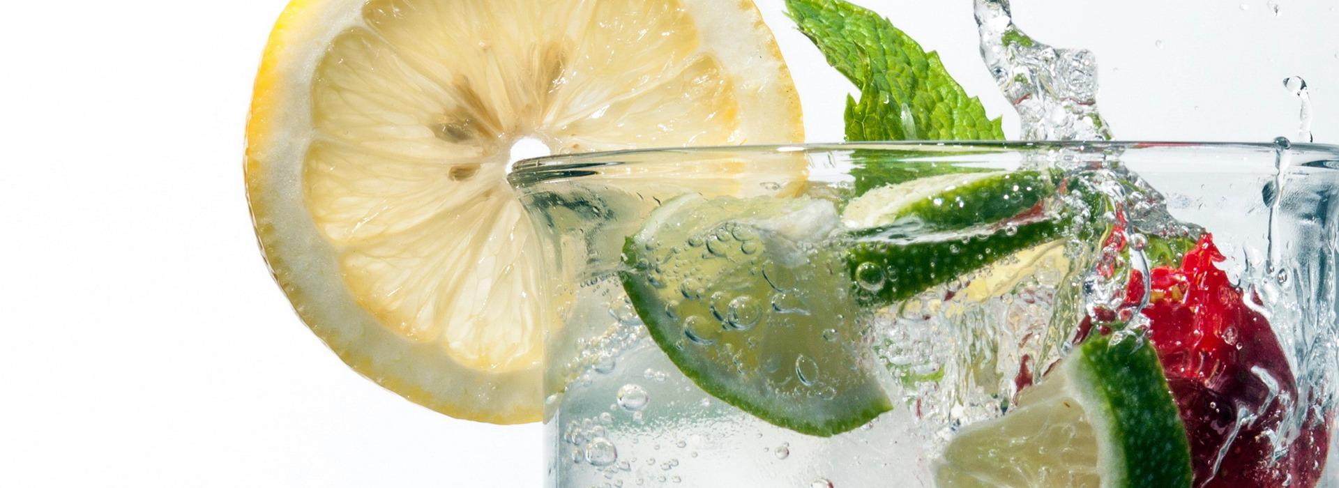 Testo – slide-cocktails-bicchiere